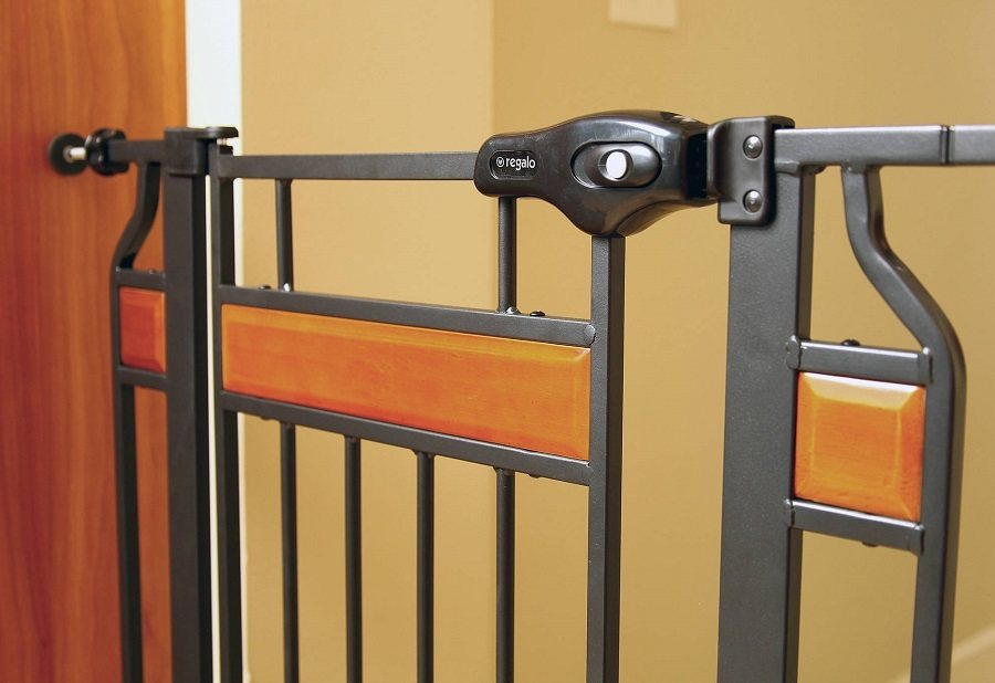 Regalo Home Accents Walk Thru Baby Gate Review